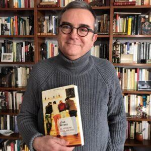 """Joan Miquel Hernández, parlant de """"El futur no és el que era"""" de Joan Mayans"""